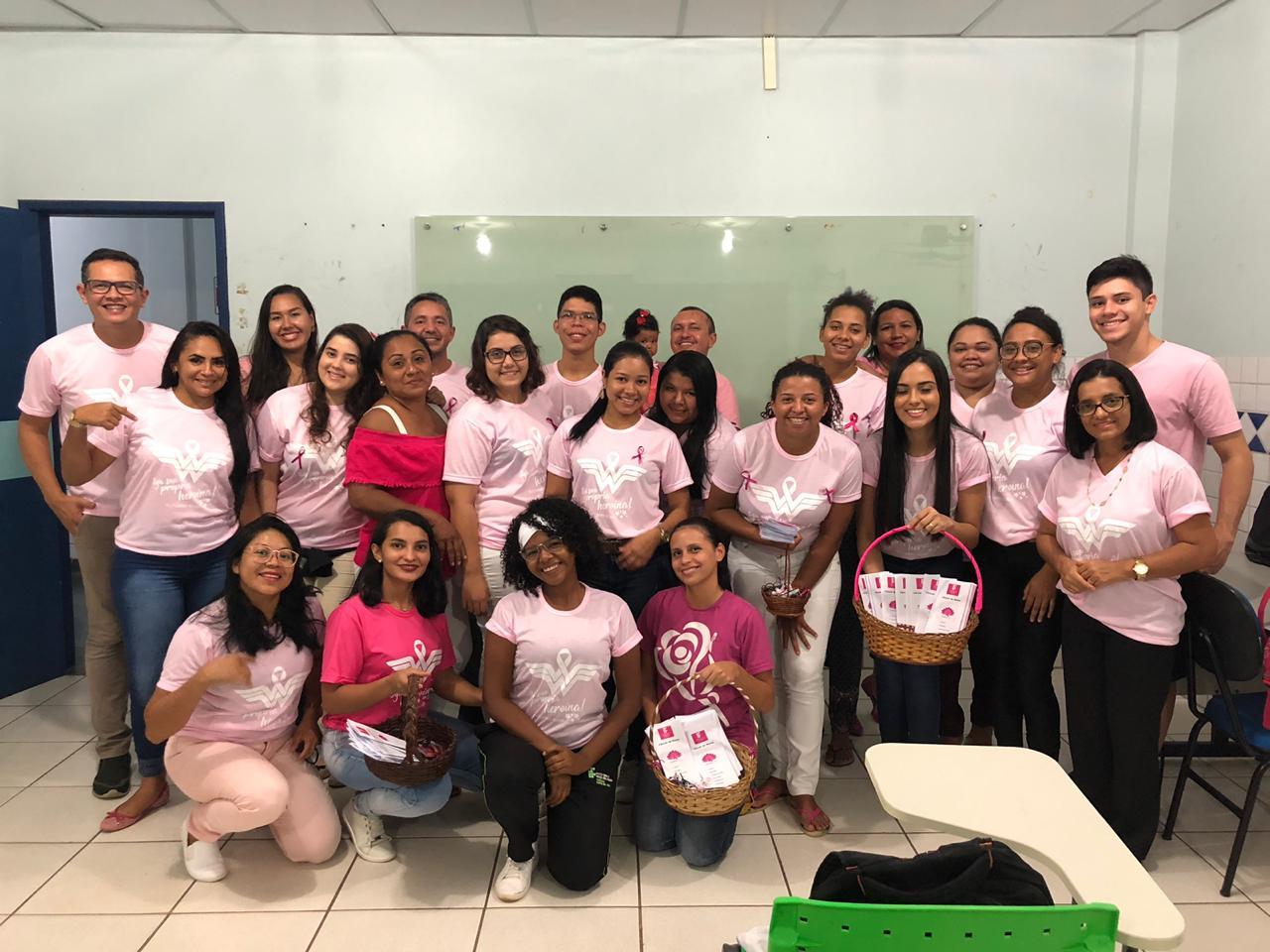 Alunos do curso Técnico em Enfermagem promovem sensibilização para prevenção ao câncer de mama