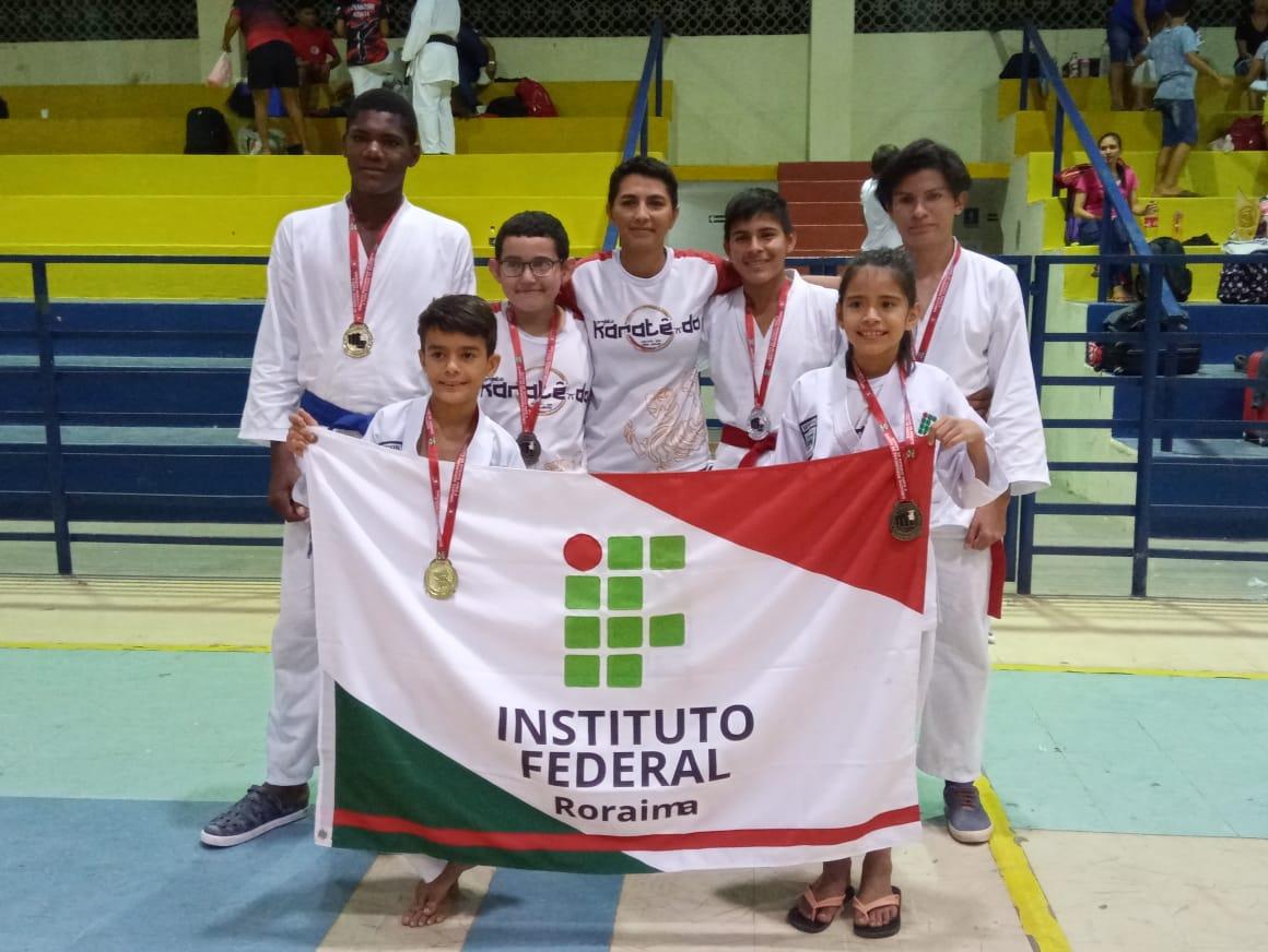 PROJETO DE EXTENSÃO – Atletas do projeto Karatê-Do são destaque em campeonato